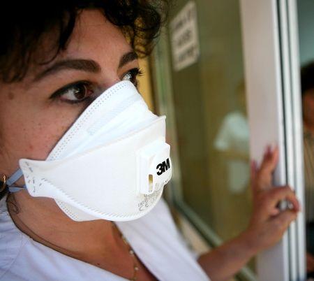Alertă de coronavirus în București. Pacient fugar, prins de polițiști