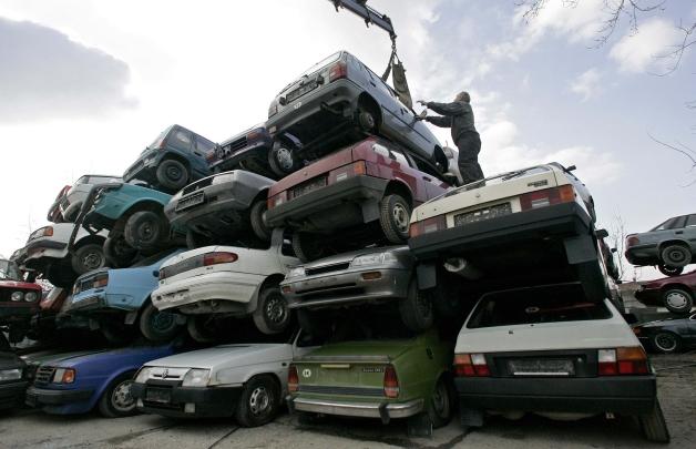 """Goana după materii prime! """"Mașinile electrice"""" au răsturnat deja primul Guvern?"""