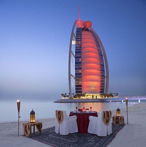 """O vedetă a """"obosit"""" în carantină. Imagini incendiare cu ea """"muncind"""" în Dubai"""