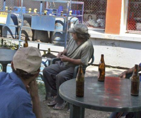 Comuna cu număr record de asistaţi social. Oamenii petrec şi mănâncă seminţe toată ziua