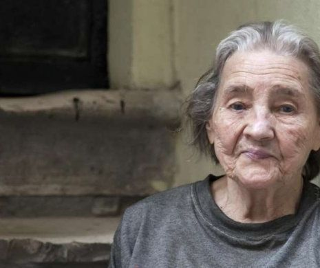 om de 80 de ani, - Traducere în română - exemple în franceză | Reverso Context