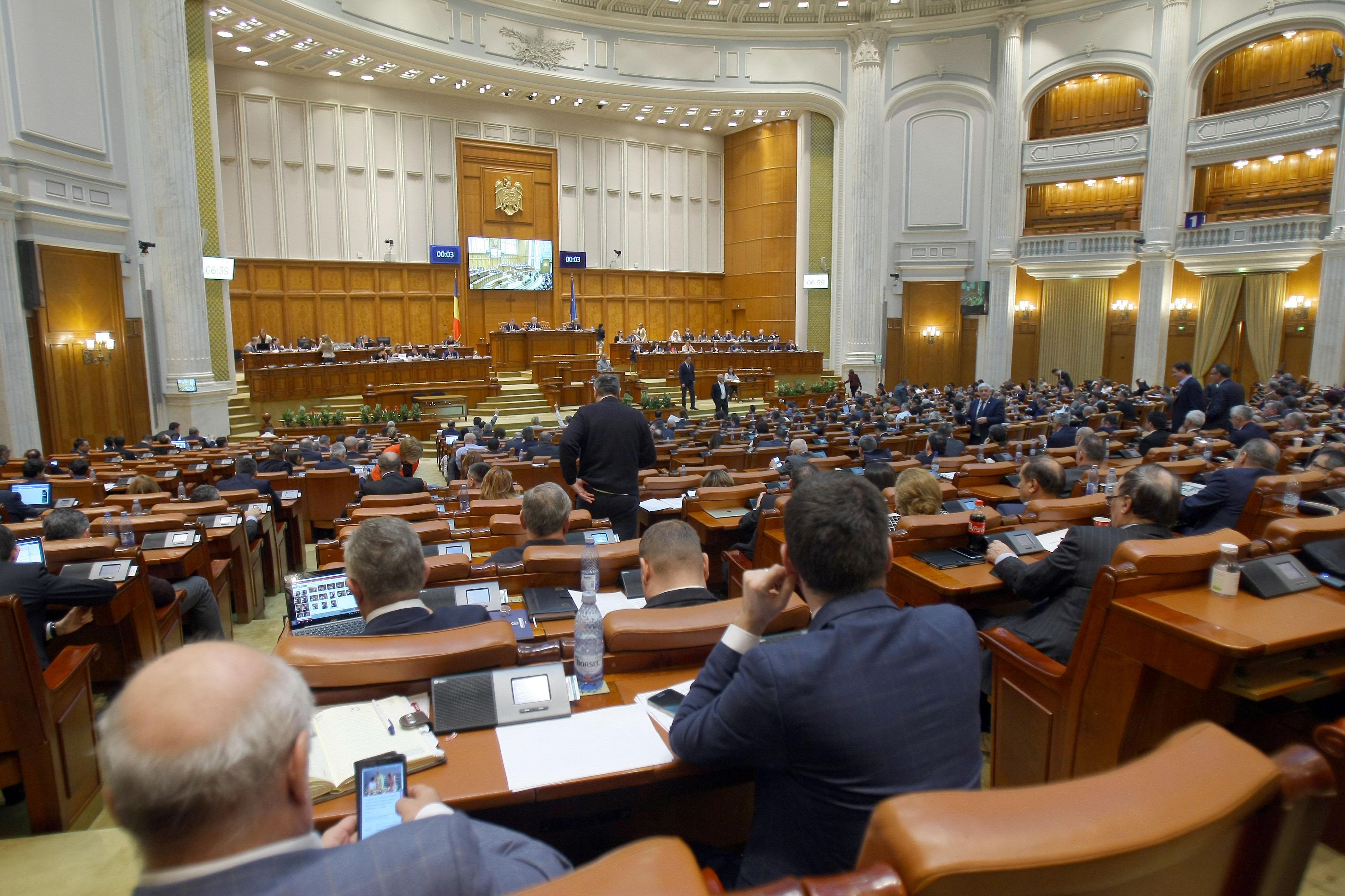 Alertă pentru toți românii care au credite la bănci. Senatul a votat. Totul se va schimba