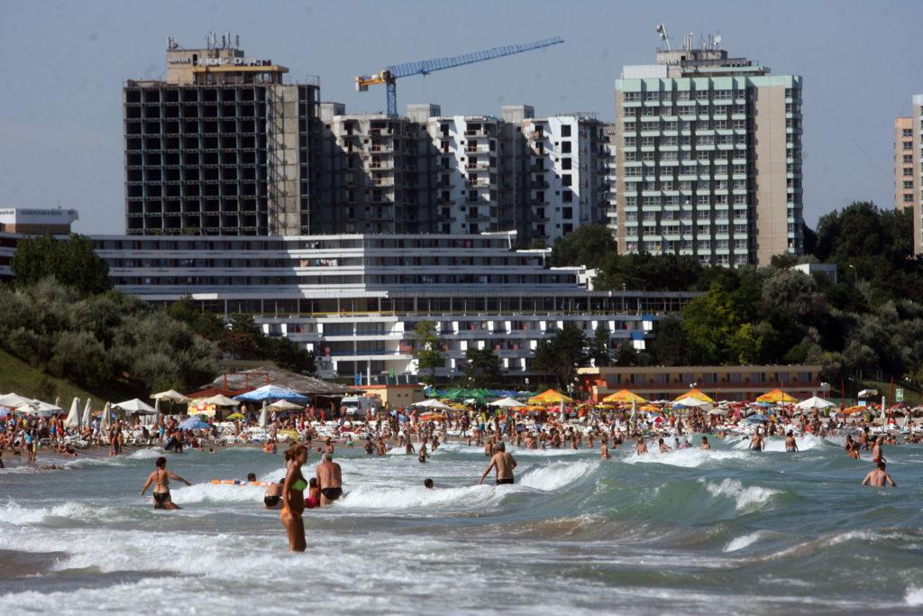 Cât mai costă vacanța românilor pe litoral