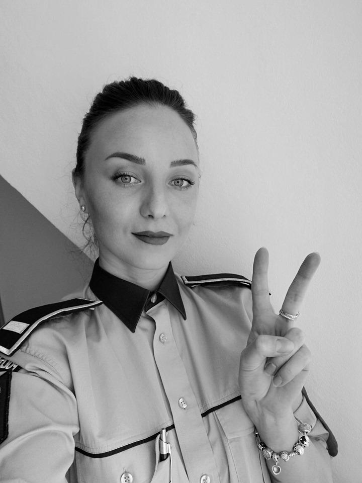 """Polițista rebelă, mesaj șocant: """"Colcăiți de haimanale/Și corupți cu epoleți!"""""""