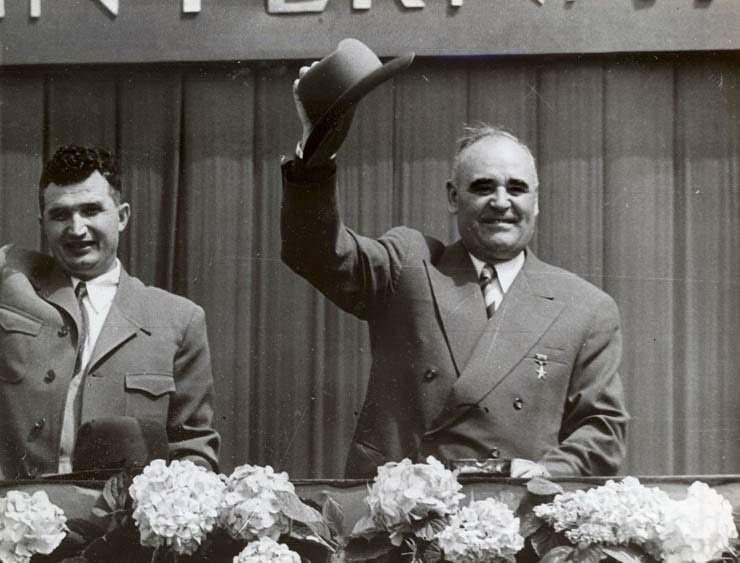 Nicolae Ceaușescu, ales secretar general al C.C al PCR,  la Congresul al IX-lea al partidului