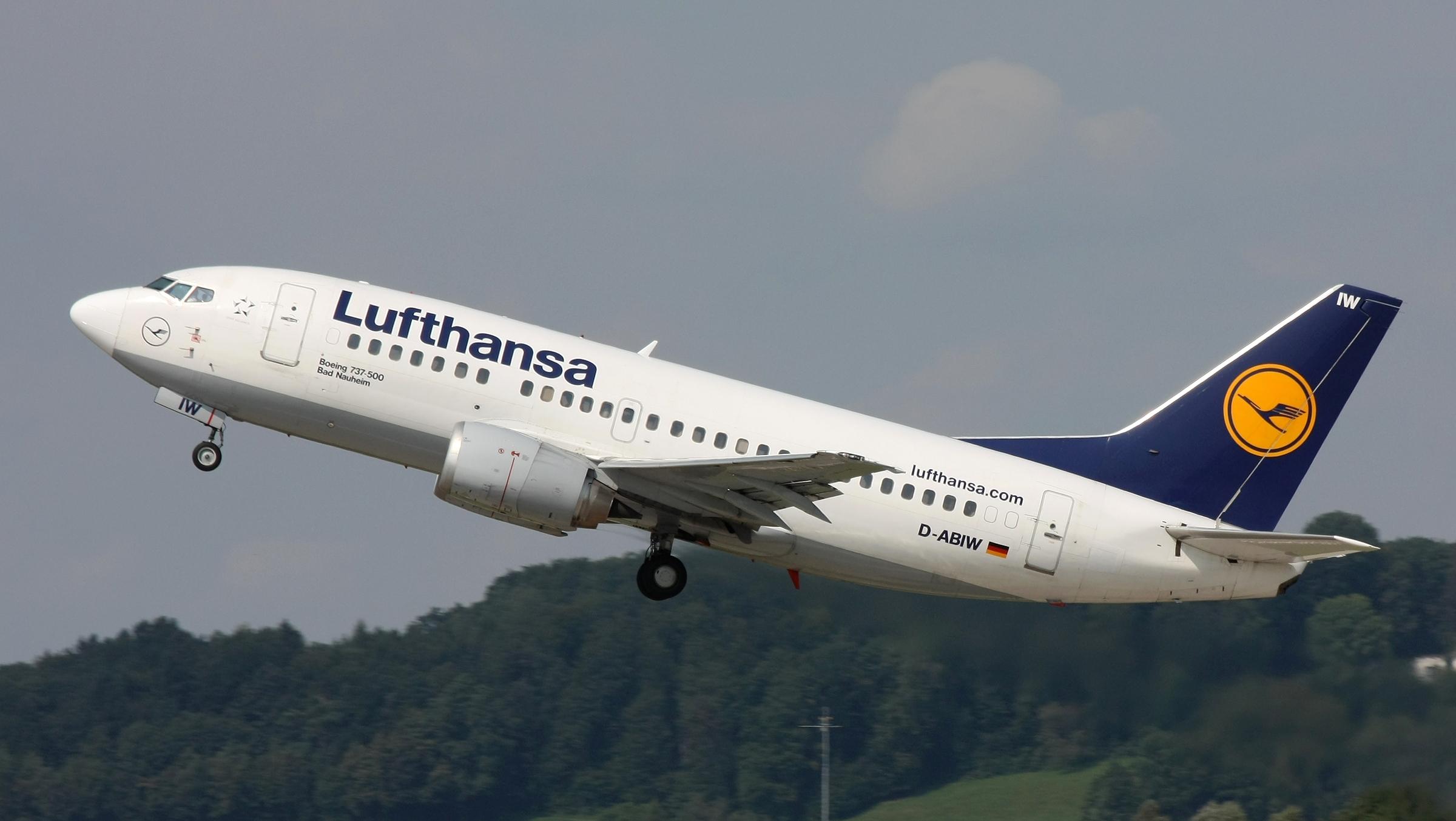 Efectul Coronavirus. Marile companii aeriene își suspendă zborurile către China
