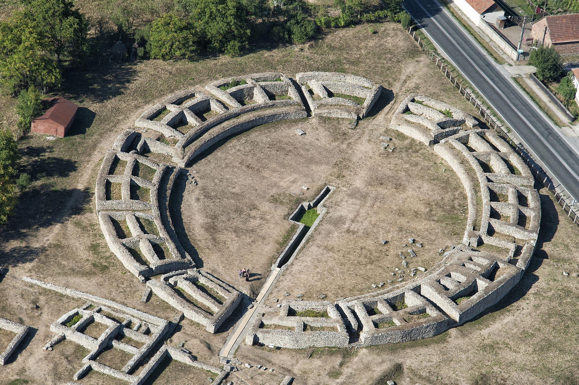 Amfiteatrul în care se luptau gladiatorii la Ulpia Traiana Sarmizegetusa va fi restaurat
