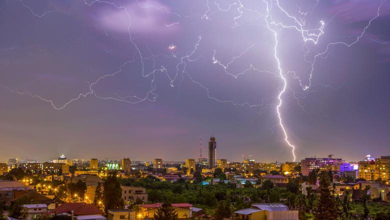 METEO. Luna august începe cu ploi şi furtuni aproape în toată ţara