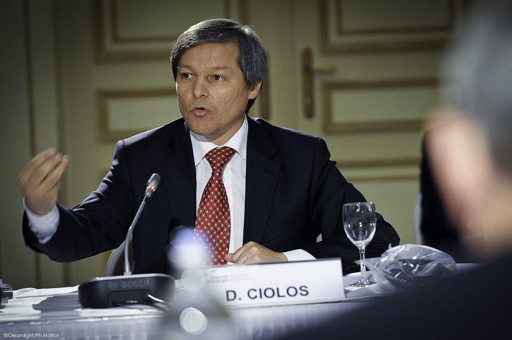 Opoziția, în precampanie?! Cioloș îl contrazice pe Iohannis