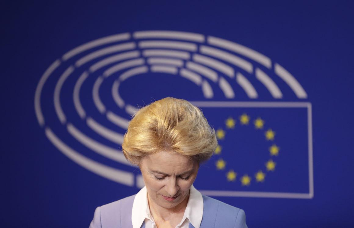 Ursula la UE, o fantoșă intrată deja în incapacitate de plată