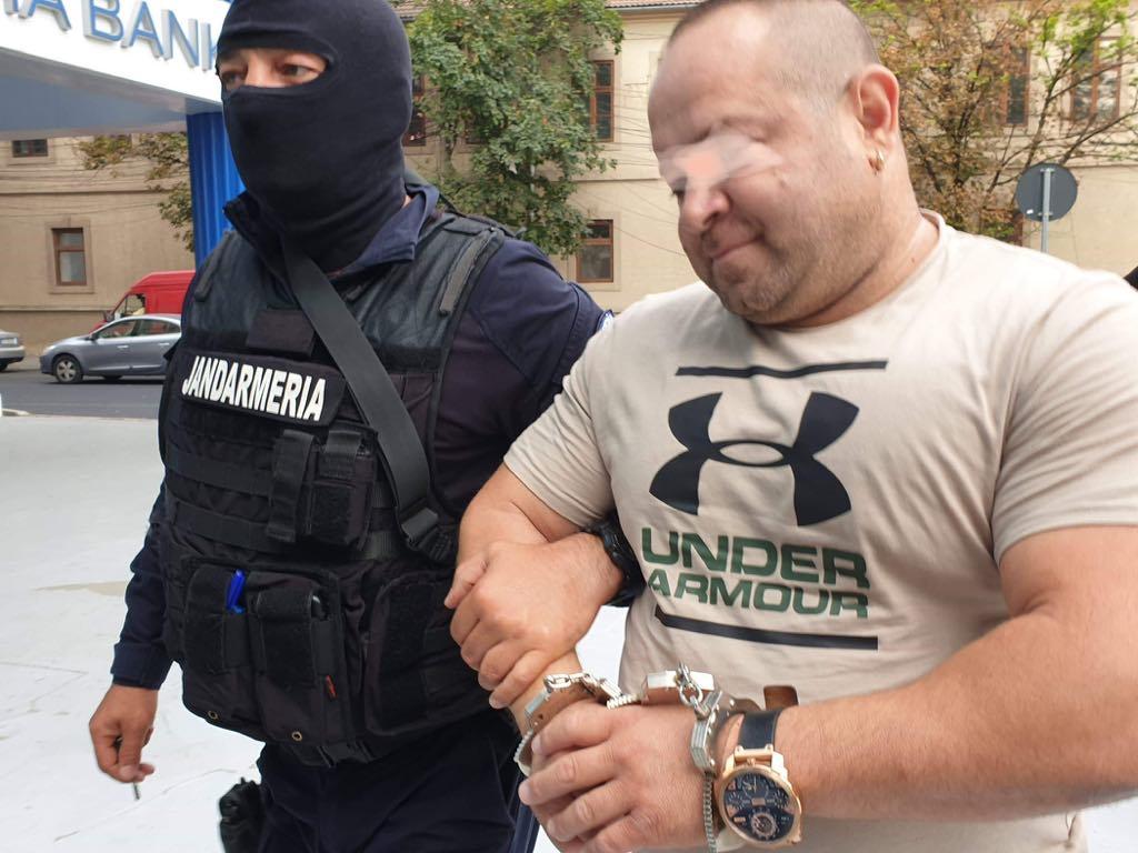 """România, patria proxeneților. Liderii clanurilor se """"rafinează"""" în pușcărie și repornesc afacerile imediat ce scapă"""