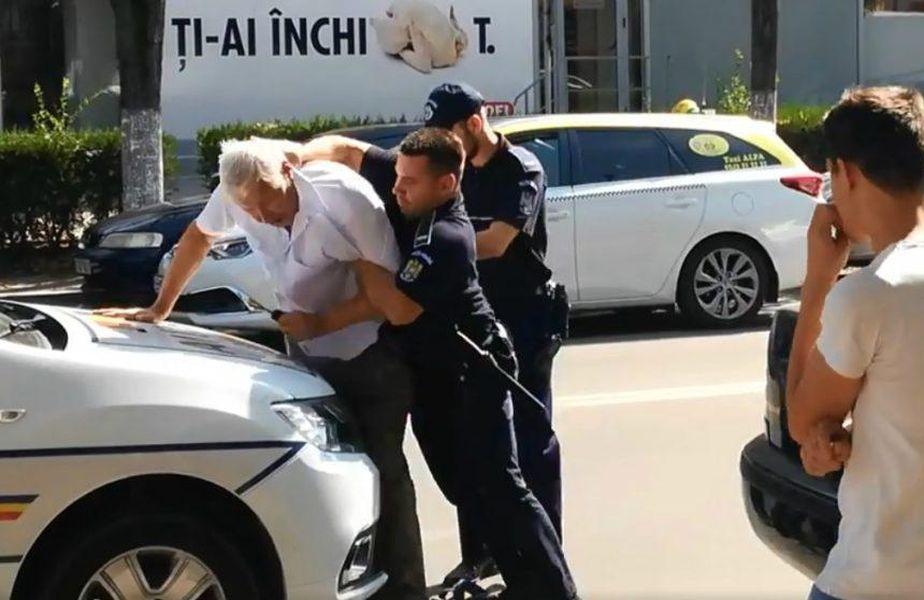 Violență revoltătoare a Poliției Române! Imagini scandaloase cu un bătrân agresat. VIDEO