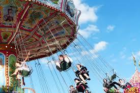 Jocuri periculoase: fetiță rănită după ce a căzut dintr-un carusel