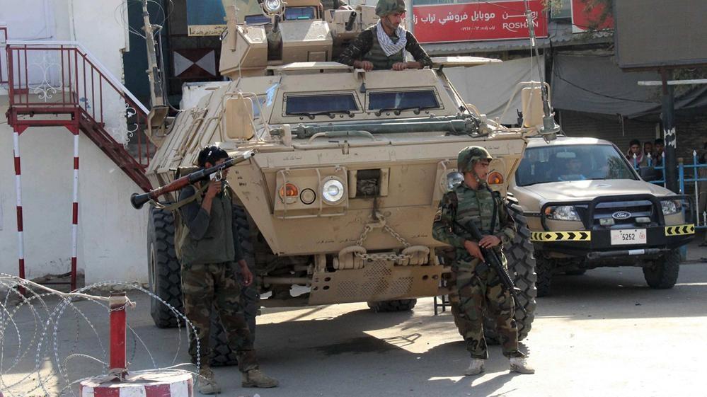 Talibanii au atacat un mare oraș afgan în timp ce poartă negocieri de pace cu Trump. 17 persoane și-au pierdut viața