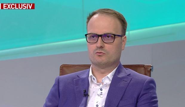 """Linie telefonică gratuită pentru liceeni. Ce este """"HELPLINE FOR LIFE: APEL PENTRU VIAȚĂ!"""""""