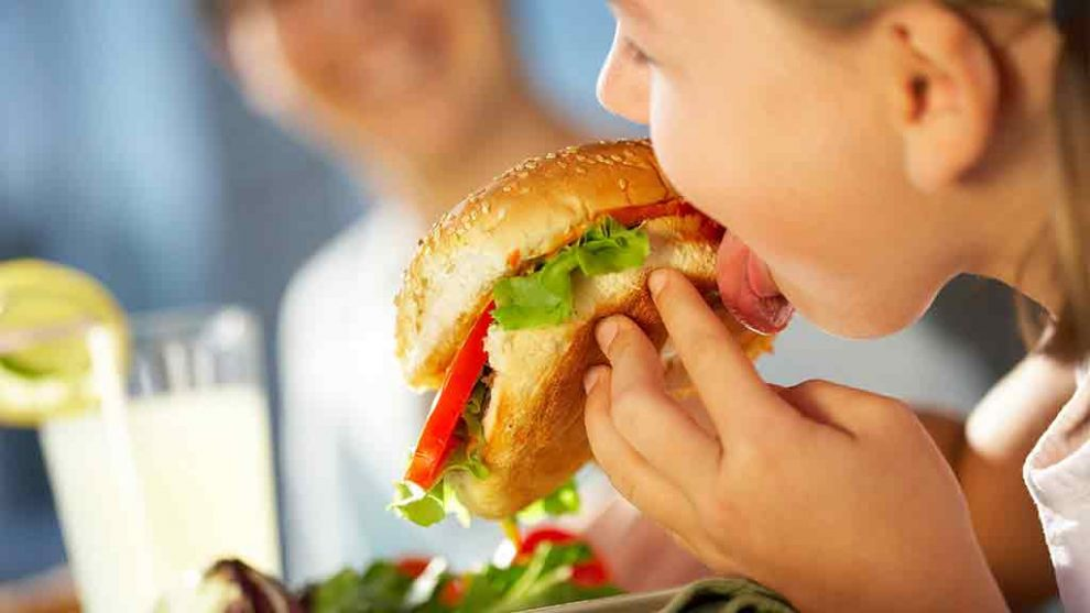 Adevărul despre copii și sandvișul cu șuncă și cașcaval! Ce spune nutriționistul