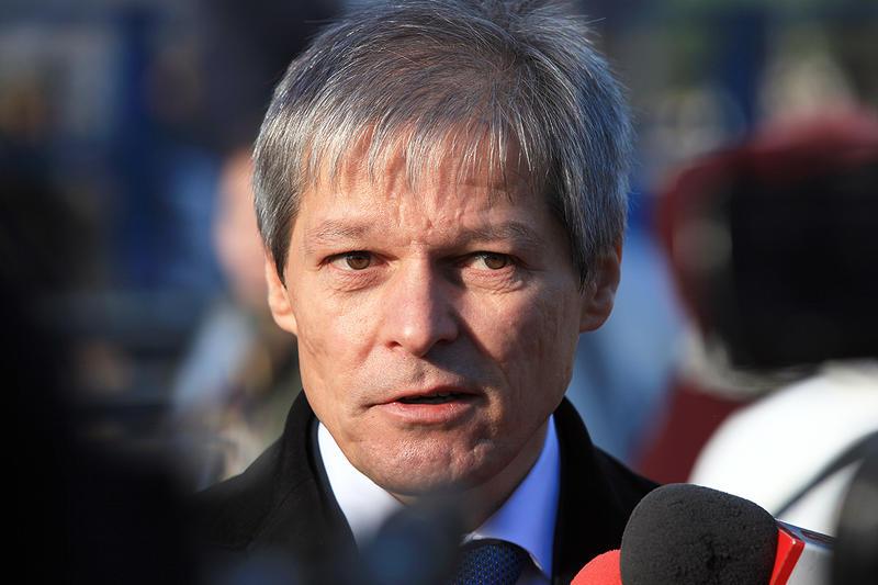 Cioloș predică în pustiu cu anticipatele și criza politică