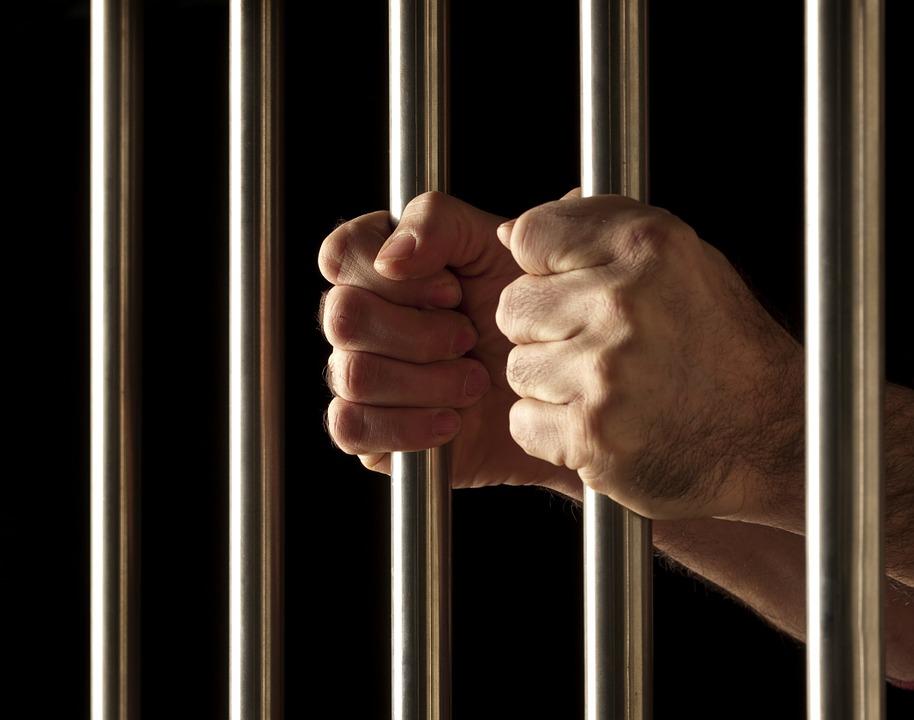 Incredibil: Pedeapsă de 18 ani de inchisoare pentru scuipat! FOTO