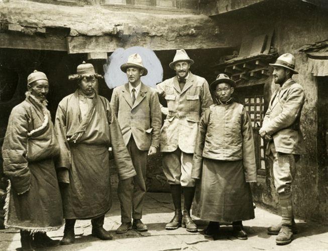 Misterele morții lui George Mallory: și-a pierdut viața înainte sau după ce a urcat, în premieră, Everestul?