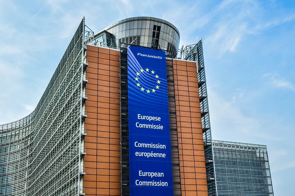 """Scandal uriaș în UE. Comisia Europeană """"cosmetizează"""" sondajele de opinie?"""
