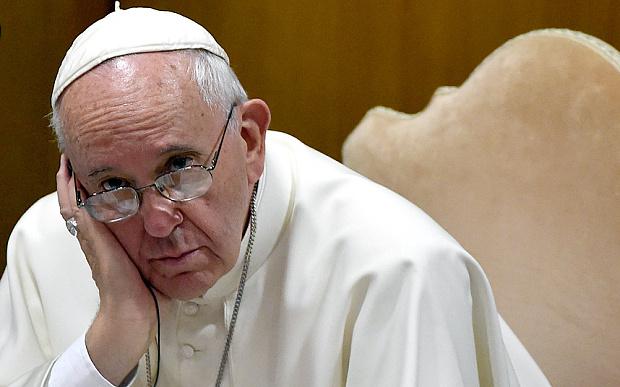 Creștinii sunt uciși pe capete, Papa Francisc și Occidentul plâng de mila pădurilor