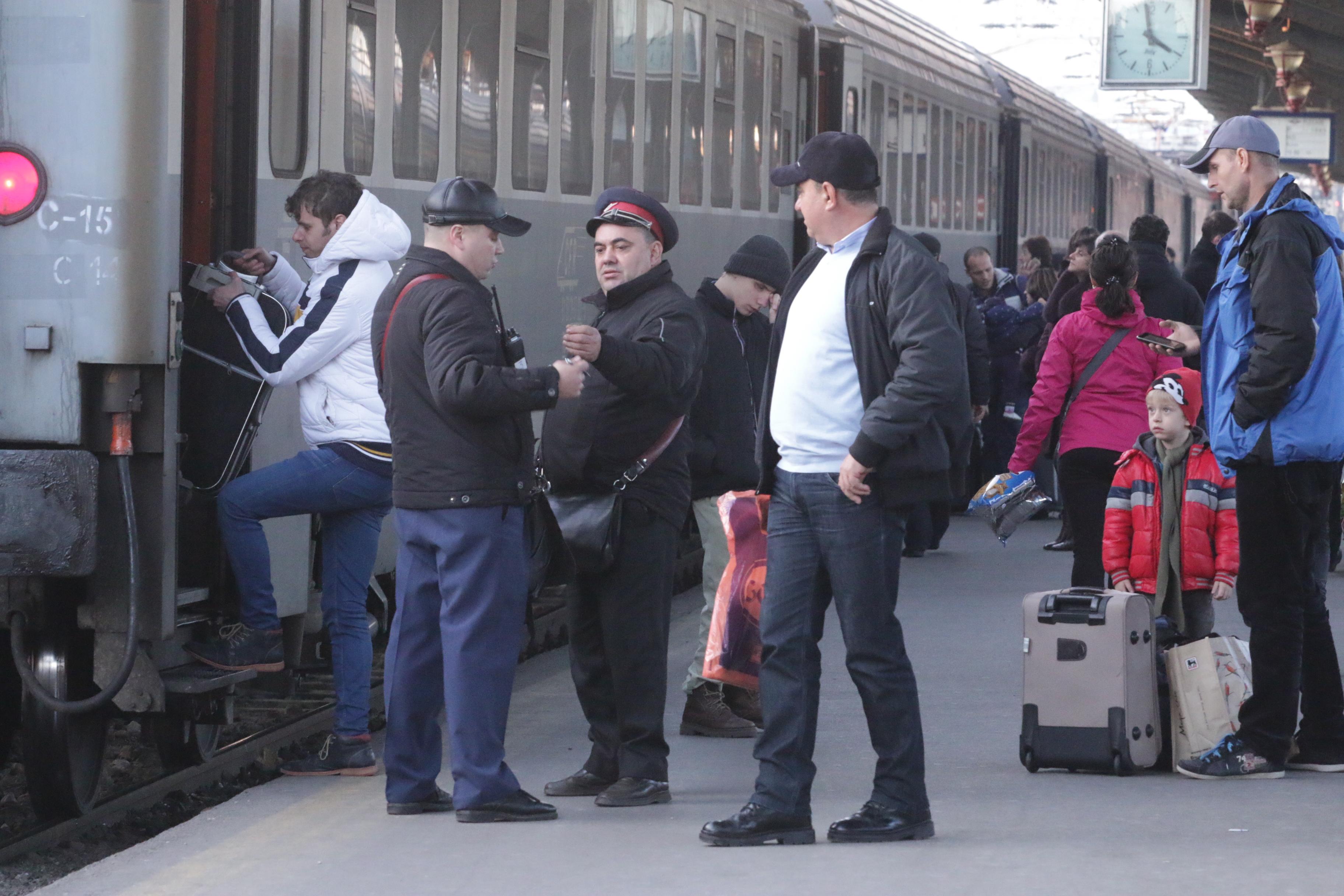 Aventura artistului Mircea Bodolan într-un tren cu două vagoane și unul lipsă