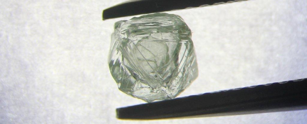 """Diamantul siberian """"Matrioșka"""". O nestemată în burta căreia se află un alt diamant"""