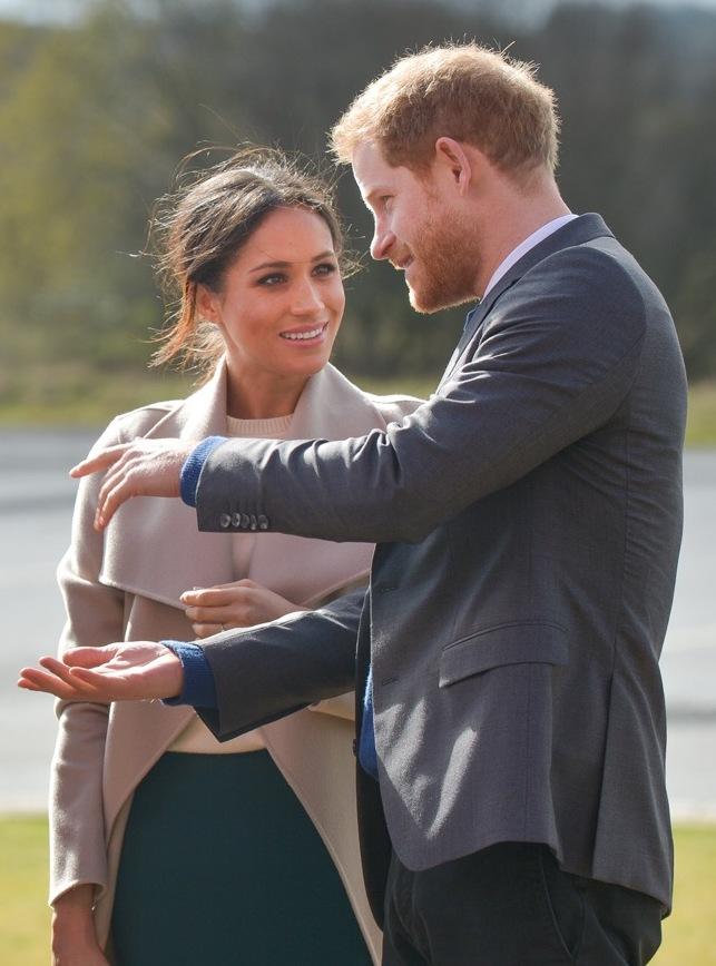 Zâzanie la Palatul Regal. Meghan şi Harry parcă ar fi ciumaţi