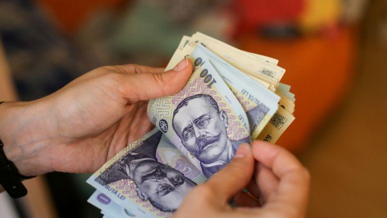 Românii s-au trezit cu banii în conturi. De ce a luat Statul această decizie