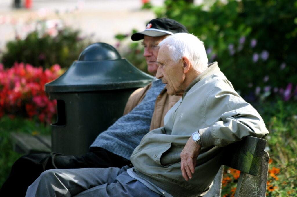 Scade vârsta de pensionare! A fost promulgată legea. Care sunt condițiile