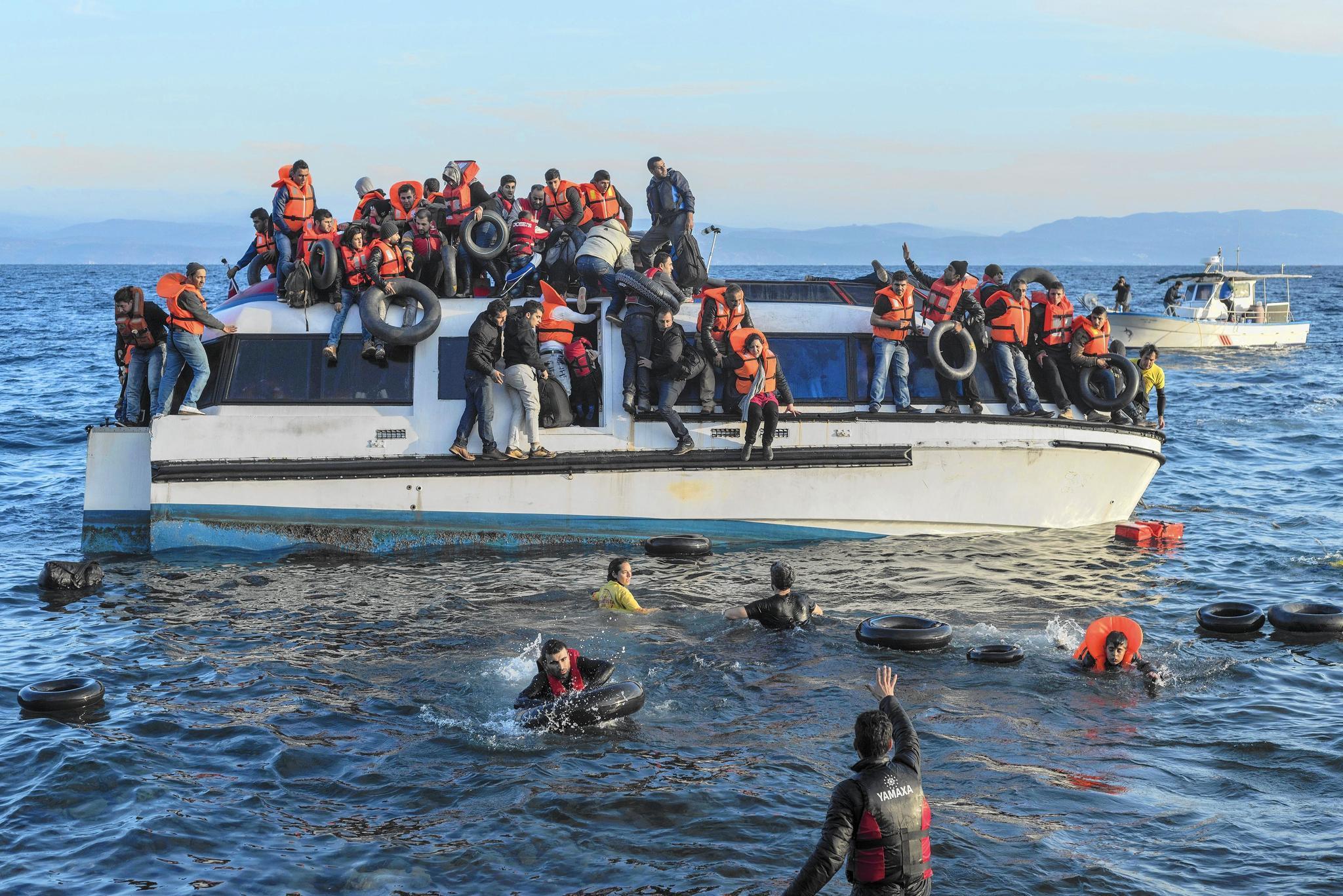 Breaking News. Navele românești din FRONTEX, acuzate că împing migranții în mare VIDEO