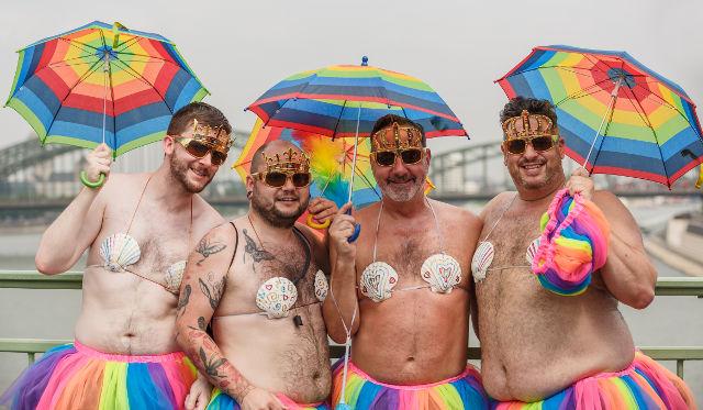 Decesul familiei tradiționale! Senatul a adoptat tacit căsătoriile homosexuale