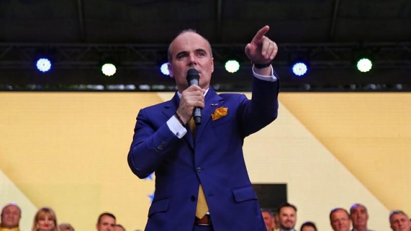 """Poliția, încă un scandal! Rareș Bogdan a explodat: """"Imbecili care pateaza haina militară"""""""