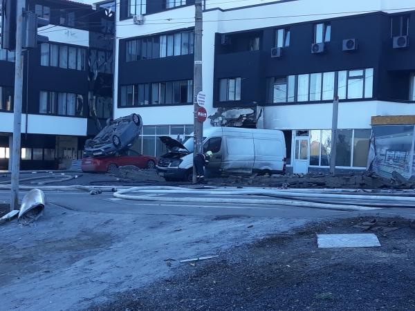 Panică în Galați! O explozie puternică a aruncat în aer patru mașini – VIDEO