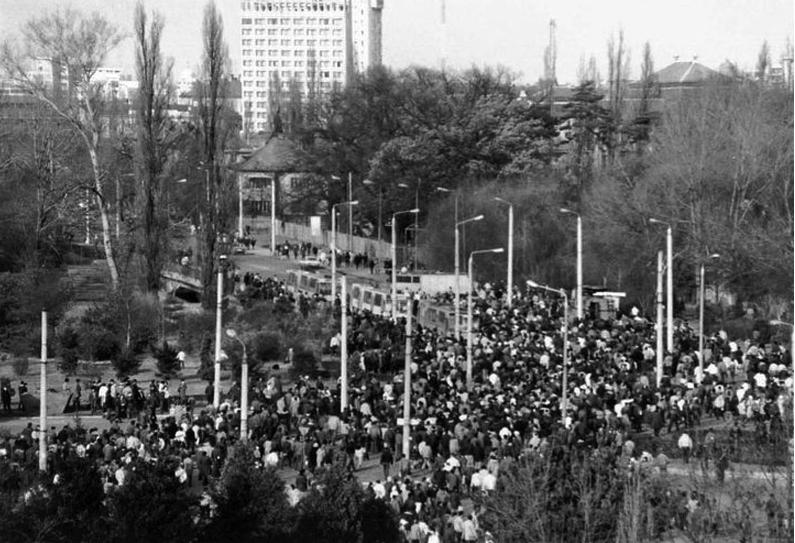 Un corespondent al BBC, despre evenimentele care prevesteau, în iulie-august 1989, schimbările din România