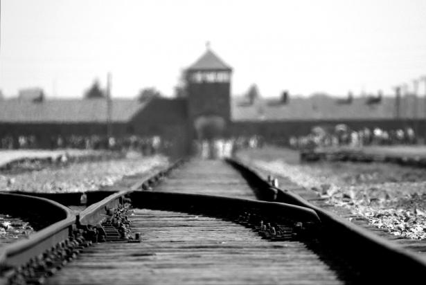 The Times. Supravieţuitori de la Auschwitz s-au reunit pentru a avertiza: Ura care vine pe furiş!