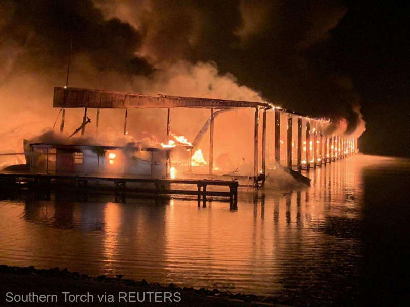 SUA. Incendiu pe apă. Opt persoane au murit în casele plutitoare