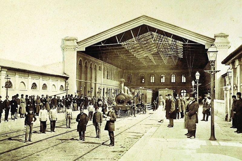 Trenurile care sperie bucureștenii de 100 de ani