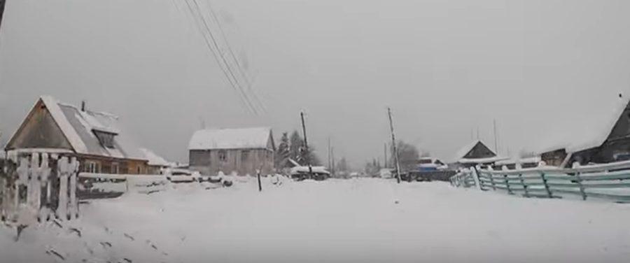 Cuplul din Satu Mare care a pornit luna trecută spre Polul Frigului a ajuns pe Drumul Oaselor. Un drum care are în compoziţie sute de mii de cadavre!