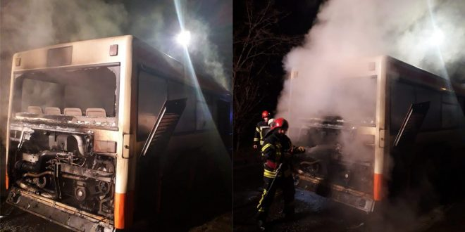 Târgu Mureș. Autobuz cuprins de flăcări în centrul orașului