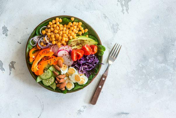 Dieta sănătoasă care-ți permite să mănânci apoape orice, dar nu oricum