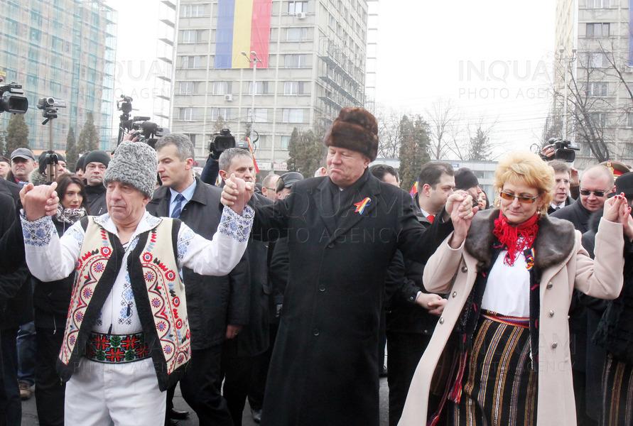 Iohannis, Orban și Ciolacu se prind în Hora Unirii la Iași