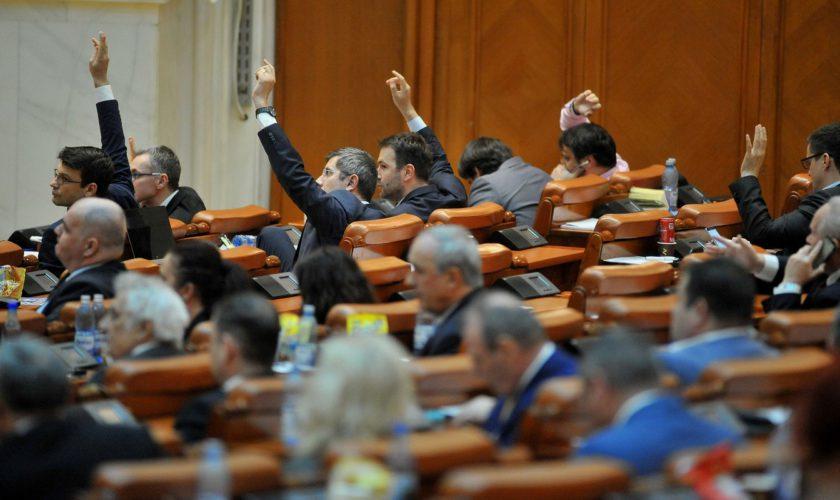 Eliminarea pensiilor speciale, votată de Parlament. Câte dintre aceste pensii dispar