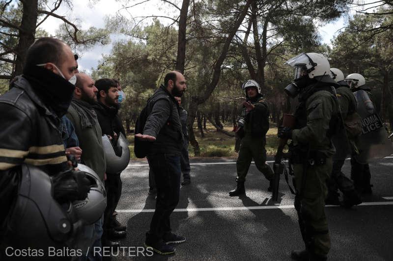 Noi proteste violențe pe insula Lesbos. Grecii nu mai vor migranți