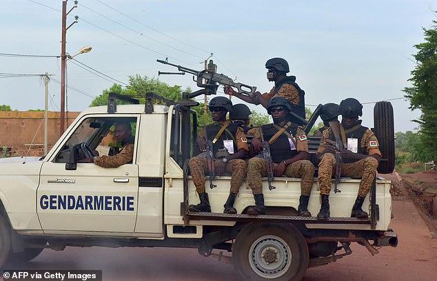 Atac terorist sângeros  într-o biserică din Burkina Faso