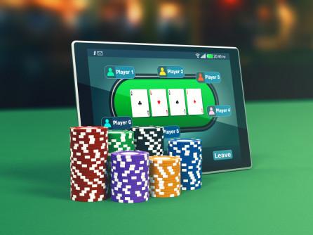 Moldovenii rup poker-ul online! Un vasluian a devenit milionar!