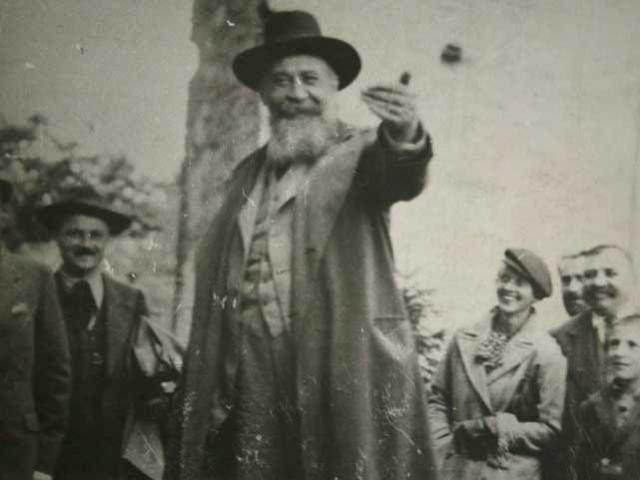 Legionarii înainte să-l asasineze pe Nicolae Iorga: Omul strâmbătății fizice, intelectuale și morale s-a prăbușit!