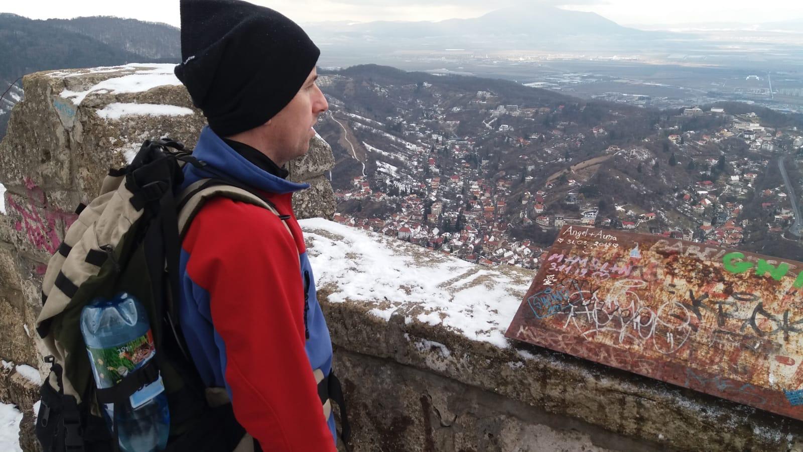 Exclusiv. Vedere de pe Tâmpa. Cetatea Brașoviei, Mircea cel Bătrân și durerea unei inscripții: Angel+Aura=love
