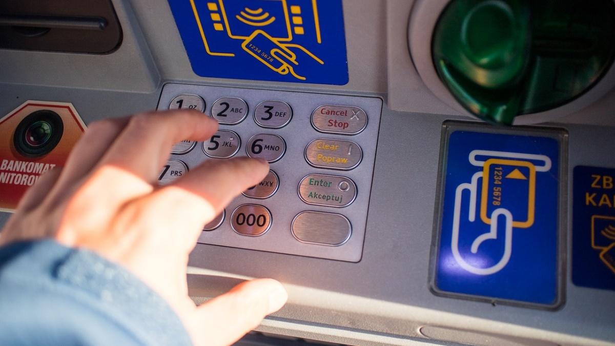 Hunedoara! S-a electrocutat la bancomat