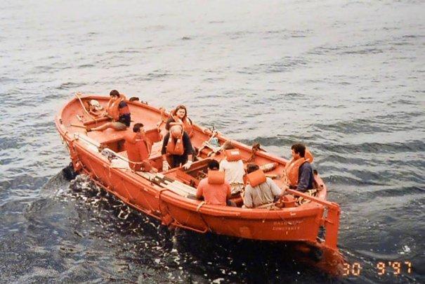 În căutarea vaporului pierdut cu barca de salvare în Golful Aden. Reporter de Cursă Lungă